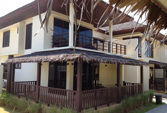 2 Bedroom villa with beach access for sale in Koh Samui