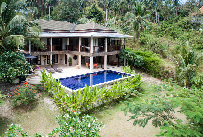 Villa with big garden and 4 bedrooms for sale — Koh Samui