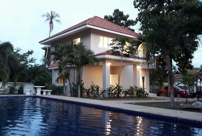 3 bedroom pool villa close to the beach for sale in laem sor