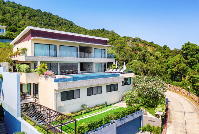 Villa with 6 bedrooms, infinity pool and panoramic view for sale in Koh Samui